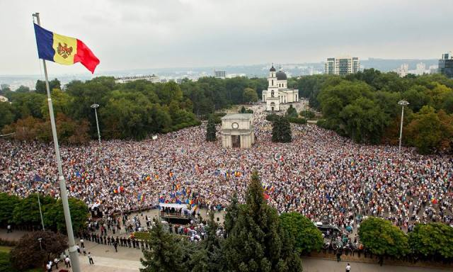 Moldova, Protests, 2015